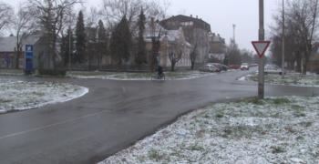 Пада слаб снег, сви путеви чисти